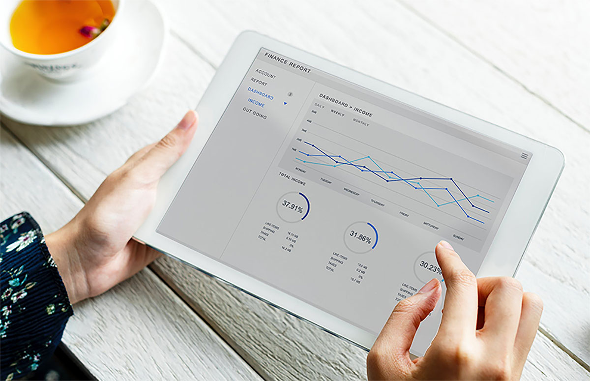 quickbooks chart on tablet