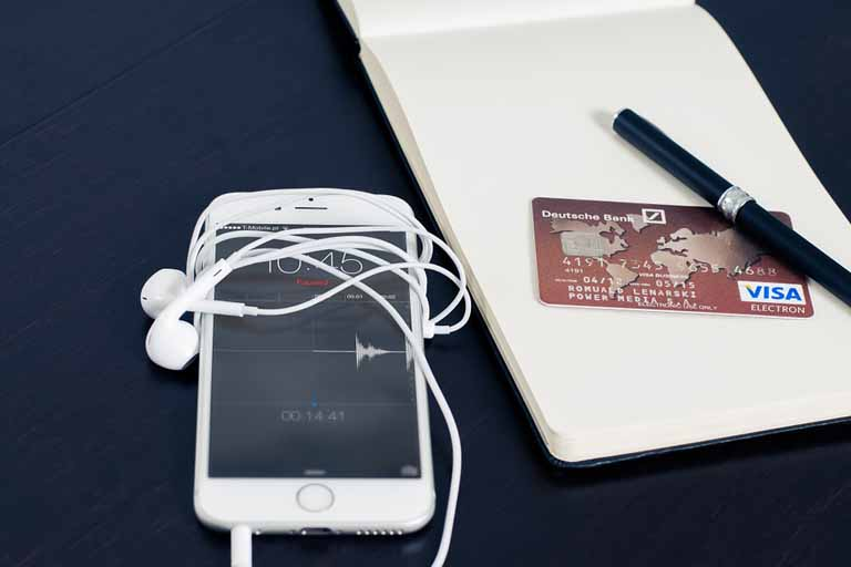 Iphone and Visa card on the table